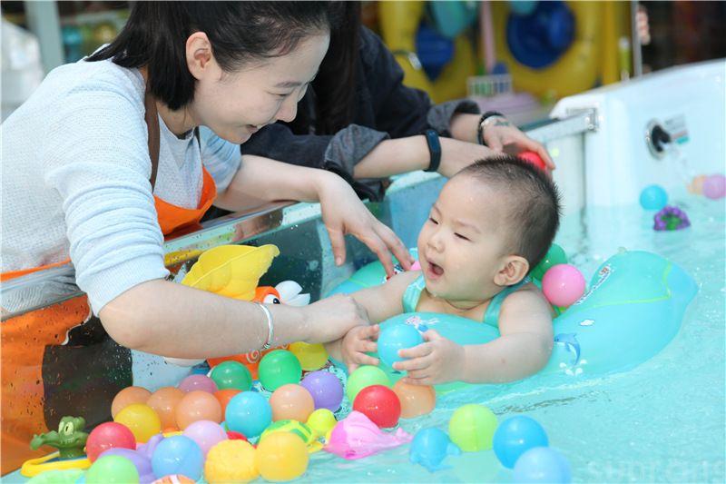 广东四会吾悦广场婴儿游泳馆开张啦(图5)